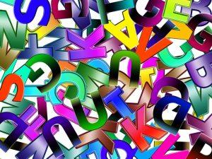 Des lettres pour des mots inscrits dans des livres...