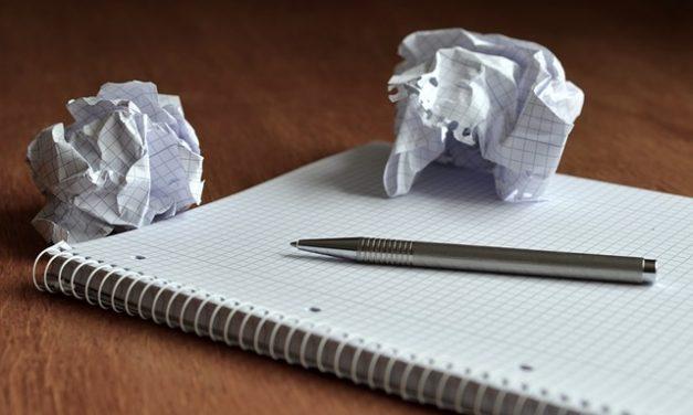 Ecrire un roman : comment insérer un dialogue dans un manuscrit ?